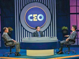 CEO Hà Đức Hùng (giữa) ngồi ghế nóng trong chương trình kỳ này.