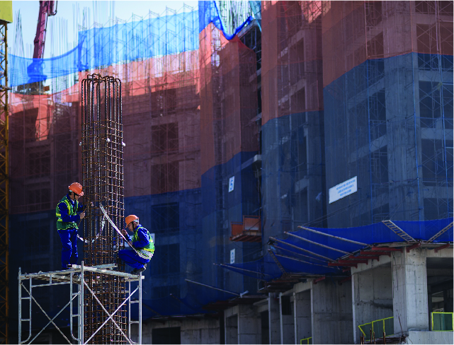 Công nhân làm việc trên cao cần phải được trang bị dây đai an toàn và phải có dây cứu sinh.