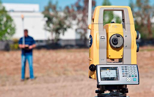 Máy đo Kinh vĩ; máy chiếu Laze để phục vụ công tác lắp đặt.