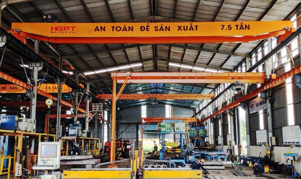 Các cột kèo tiếp theo trong nhà xưởng – nhà kho khi thi công yêu cầu kỹ thuật phải đảm bảo độ chính xác cao